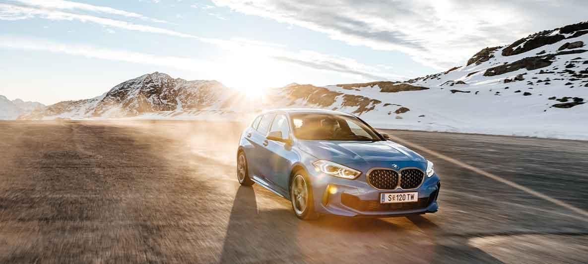 BMW Abo auf volle Fahrt nachdem Unfall geklärt wurde.
